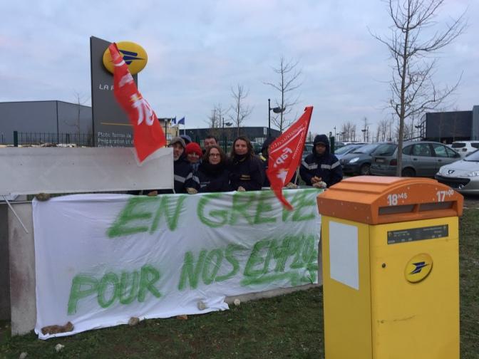 Les postiers en grève